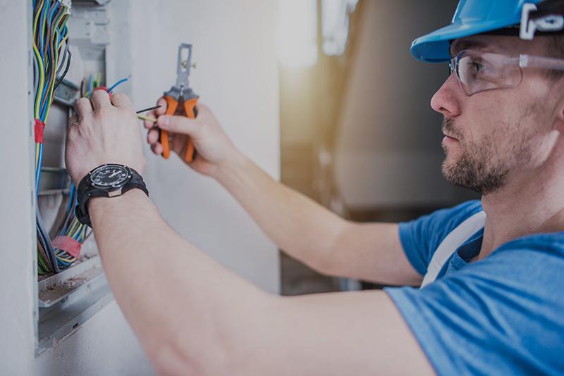 Installatore e Manutentore impianti Elettrici